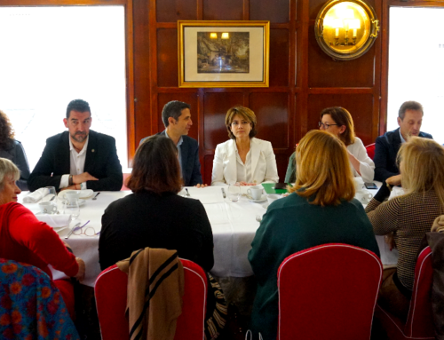 Dolores Delgado se reúne en Alcalá con la Asociación Mujeres Progresistas Alcalá Francisca de Pedraza