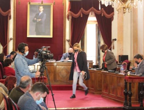 La portavoz del PP, Judith Piquet, se niega a responder las preguntas sobre su  contratación como trabajadora municipal durante el mandato del ex alcalde del PP, Bartolomé González