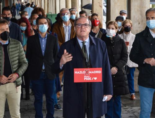 """Ángel Gabilondo en Alcalá de Henares: """"Es doloroso que no haya una estrategia de vacunación operativa, que evite que haya personas que se tengan que desplazar""""."""