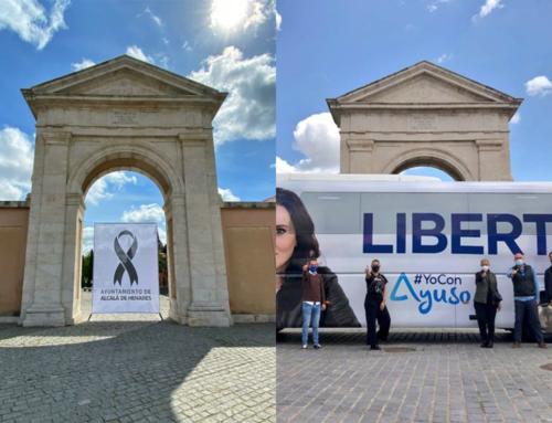El PP distribuyó ayer una imagen del panfleto-bus de Ayuso tapando el homenaje de la ciudad de Alcalá De Henares a los fallecidos por COVID 19.